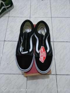 Kondisi NEW!! VANS old skool black and white size 43
