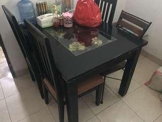 meja makan hitam kaca elegant