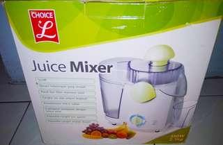 JUICE MIXER CHOICE L. Juice Mixer kekinian, memudahkan anda dalam membuat Jus Segar, bisa untuk Buah dan sayuran. 350 w. Berat 2.3kg.Mulus.Baru sekali pakai.