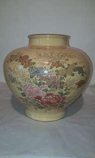 VINTAGE JAPANESE VASE-SATSUMA PATTERN  WITH VERY FINE QUALITY  & GOLD LINING /AUCTION