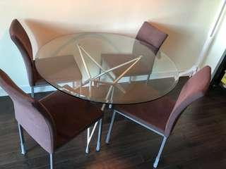 Dining table with chairs (MINT condition)