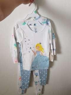 🚚 Carters Pajamas set (18 months)