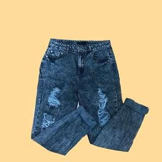 F21 acid wash mom jeans size 27-29