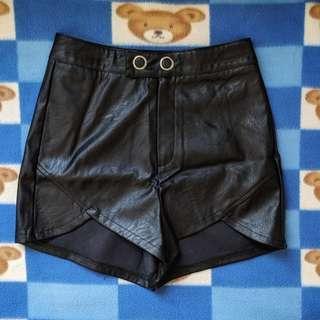 全新 Girl's Monday 黑色 高腰開叉皮質短褲