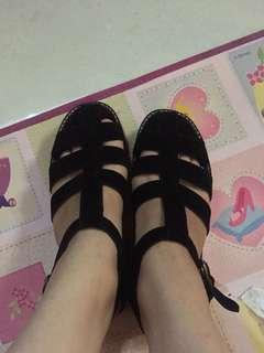 Flatform shoes hitam