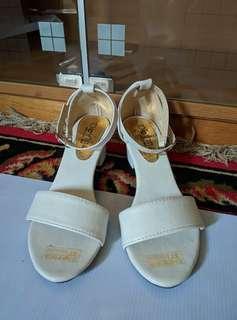 High heels white