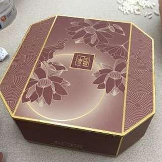 放 半島奶皇 月餅現貨 350 1盒 只有一盒 連紙袋