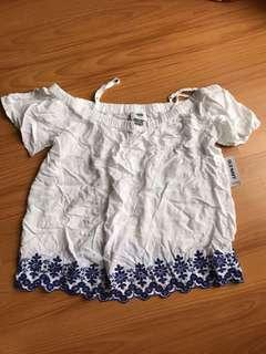(Sale) BNWT Old Navy off shoulder blouse (Reduced price)