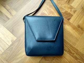 Vintage ladies genuine leather shoulder bag