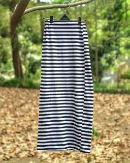 #MauiPhoneX Black and white stripes skirt