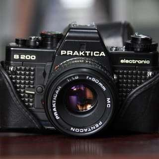 Praktica B200 with 50mm f1.8 Lens + pentacon 135 2.8 lens and original Leather case vintage camera