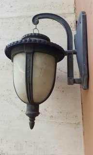 Lampu dinding klasik
