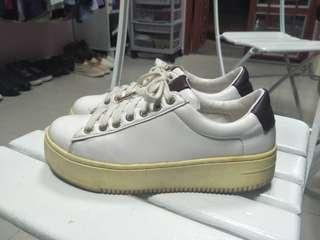 Sneakers size 37