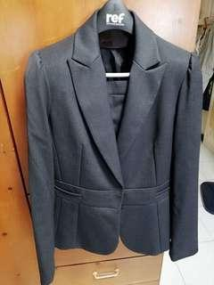時尚女仕行政套西裝40 碼 上外套及下短身裙 全新未著過