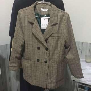 咖啡色格紋西裝外套