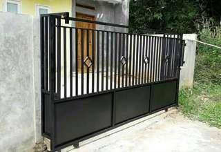Pintu pagar plat bawah