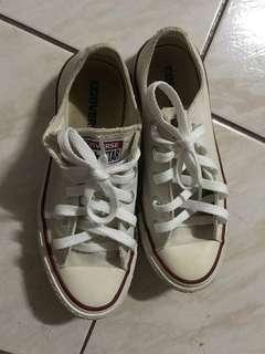 CONVERSE CHUCK TAYLOR LOW TOP (SIZE 5)