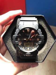 Casio G-Shock matte black & gold