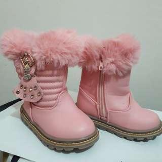 Pink furry cute boots size 23