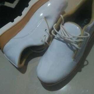 New sepatu