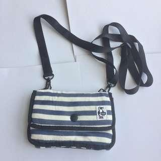 CHUMS mini sling bag biru putih