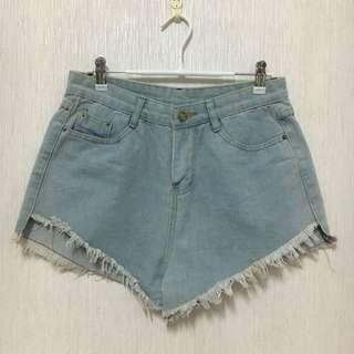 🚚 淺藍色短褲