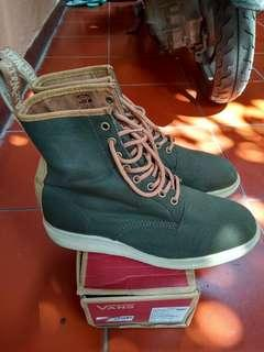 Dr.Martens Green Biscuits Mint Condition #MauiPhoneX
