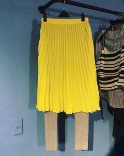 全新黃色百摺雪紡裙+灰色內搭褲