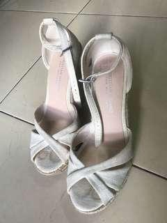 Preloved Sepatu Wedges Wanita