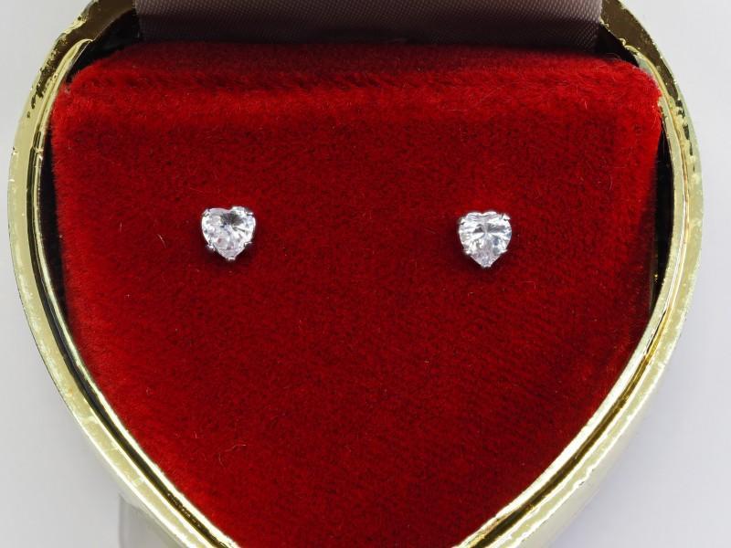 10Kt White Gold Heart Shaped Cubic Zirconia Earrings