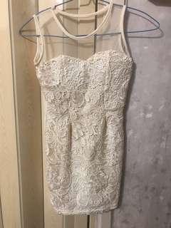 米色連衣裙