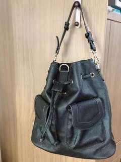 Vemar 多用黑色質感後背包-3 ways multifunctional bags!