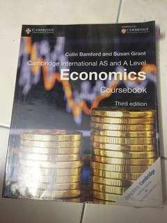 Cambridge Economic Coursebook [Original]