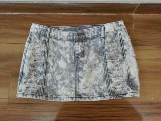 Ripped denim mini skirt / rok mini