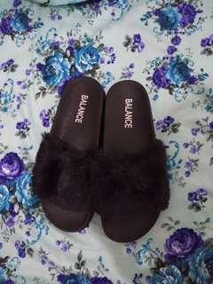Fur sandal atau sendal bulu
