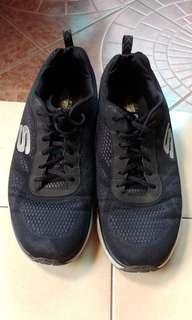 Sepatu Lari Skechers Ukuran 45
