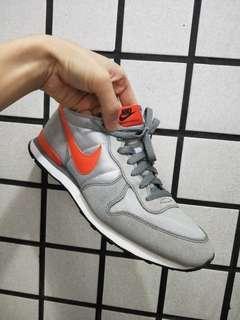 🚚 Nike internationalist 復古慢跑鞋,稀有配色,US 9號
