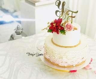 Y&F Customised Initials Gold Foil Cake Topper