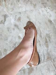 Firm on the price.  Very good condition Authentic valentino flats camel - 37