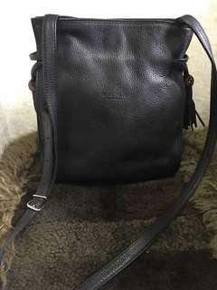Royal Pelle Accesorio Sling Bag