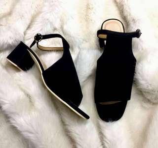 Black Velvet Blocked Heels 🖤