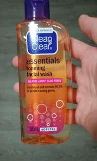 🚚 Clean and Clear Facial Foaming Wash