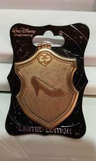 Disney pins 迪士尼徽章 迪士尼生襟章