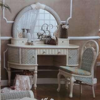 全新象牙白梳妝枱梳妝鏡連凳