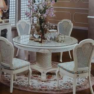 全新象牙白餐桌連餐椅