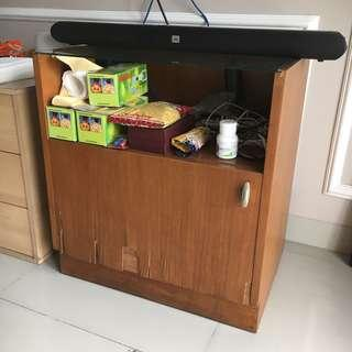 Meja TV Kaca Perabot Rumah