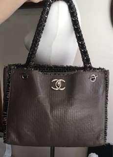 Chanel 限量款肩背包(特惠價!寄賣者購買了兩個包(圖一、二);分享出一個給有緣人!稀有難求⋯🙋原價125000元!