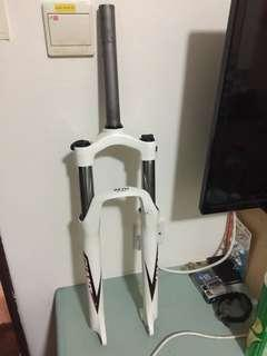 For sale:  XCM fork (100 mm travel)