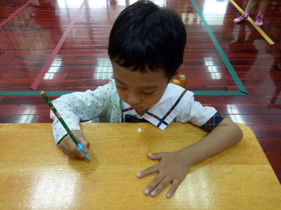 出清撿便宜~幼兒園老師指定使用 全新兒童握筆器10個 幼兒園老師推薦使用 幼兒園瘋狂搶購 幼兒園小禮物