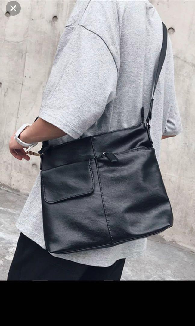 ✔️INSTOCK! Minimalist Black Messenger Crossbody Porter Bag